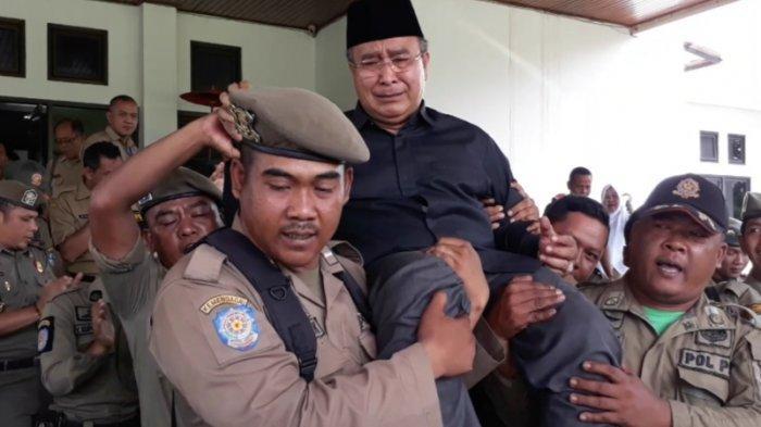 Wali Kota Tasikmalaya Budi Budiman Tiup Lilin Ulang Tahun Saat Kembali Ngantor Seusai Diperiksa KPK