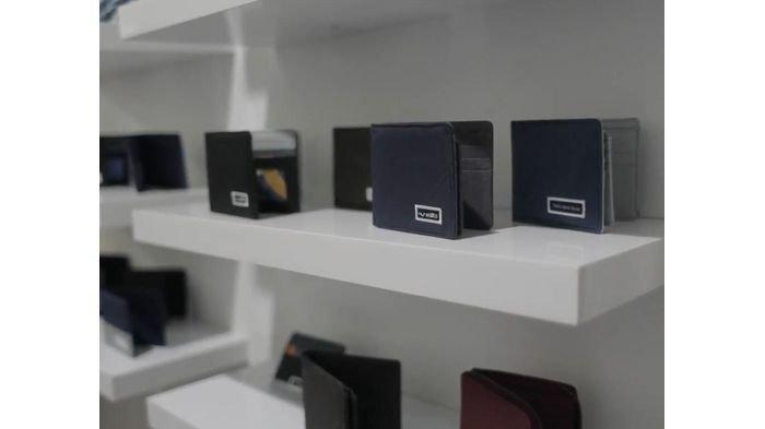 Wallts Wallet Goods, hasil karya Muhammad Adzwin dan Tri Anindya yang merupakan sebuah dompet terbuat dari bahan kanvas yang didesain sedemikian rupa sehingga terlihat sangat eye catching