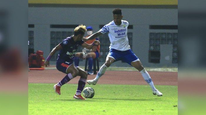 Striker Persib Bandung Wander Luiz di laga lawan Persita Tangerang.