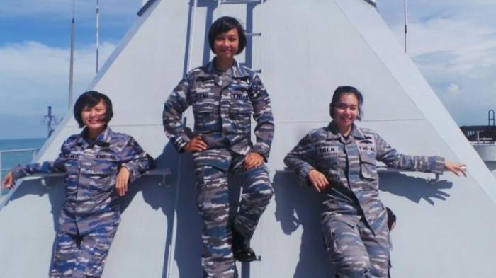 Tiga Wanita Ini Bukan Model Tapi Tni Al Sungguhan Di Kri Banda Aceh