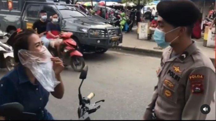 Ada-ada Saja, Wanita Ini Malah Pakai Kresek Bening Jadi Masker Saat Kendarai Motor, Akhirnya Ditegur