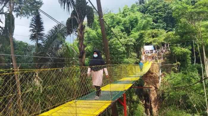 Warga Dua Kecamatan di Sumedang Semringah Ada Jembatan Gantung, Kini Tak Perlu Memutar Jauh