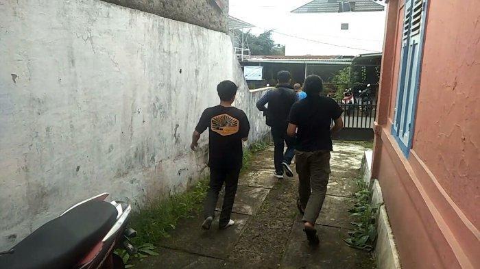 Sejumlah Warga Kota Sukabumi Panik dan Berhamburan ke Luar Rumah, Tiang Listrik pun Bergoyang