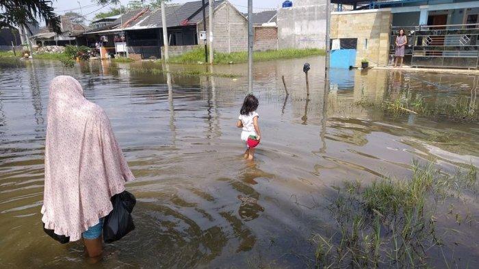 Meski 2 Hari Tak Hujan, Perumahan GSR Rancaekek Tetap Banjir, Warga Minta Pengembang Atasi Banjir