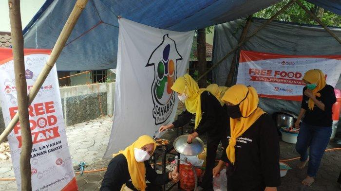 Kisah Pria di Bandung Jual 2 Mobil untuk Keperluan Dapur Umum, Masak Nasi Bungkus untuk Warga Isoman