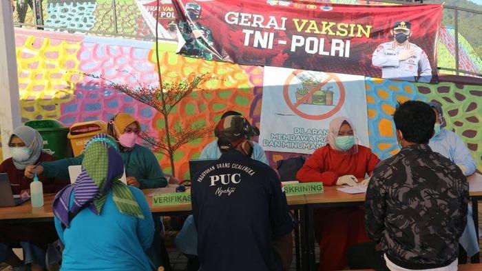Sambil Berwisata, Warga Antusias Ikut Vaksinasi di Dreamland Cicalengka Bandung