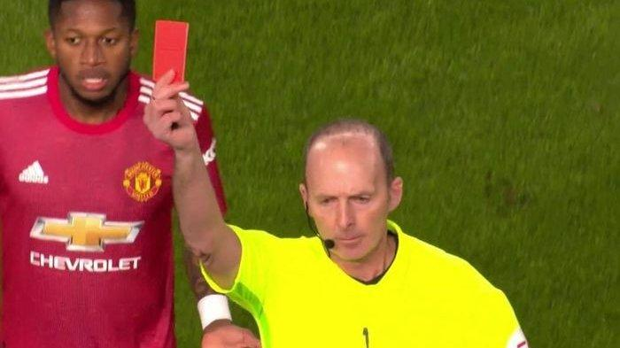 Wasit Mike Dean