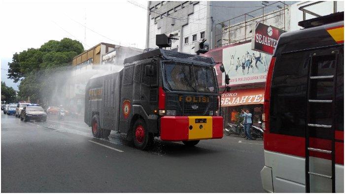 Sejumlah Titik di Kota Tasikmalaya Disemprot Cairan Disinfektan