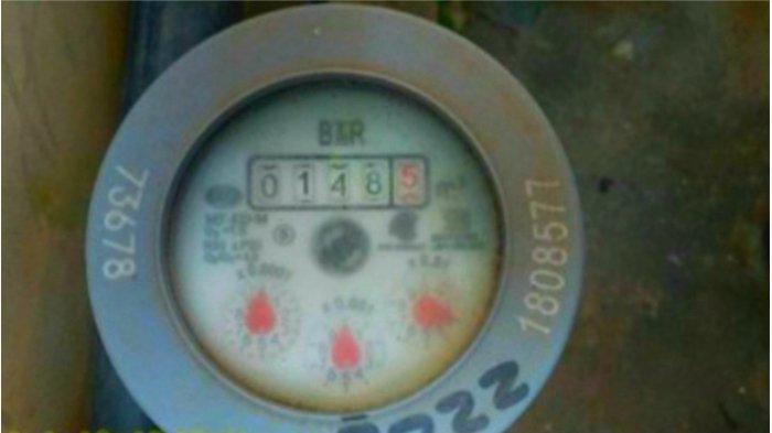 Petugas PT PMgs KBB Catat Water Meter dengan Teknologi Realtime