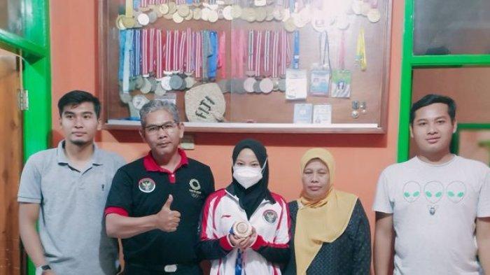 Kisah Siti Aisah asal KBB, Ibu Peraih Medali Olimpiade, 2 Anaknya Raih Emas & Perak di PON XX Papua