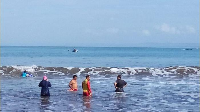Wistawan Asal Bandung Terseret Ombak Pantai Pangandaran, Terlepas dari Papan Selancar