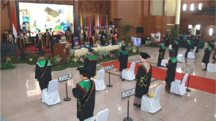 Universitas Pendidikan Indonesia menyelenggarakan kegiatan Wisuda Gelombang II Tahun 2021 secara daring melalui zoom pada hari Rabu 23 Juni 2021