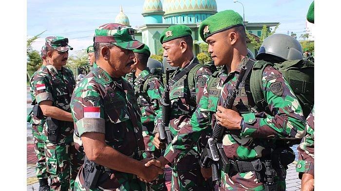 Setelah sembilan bulan bertugas sebagai Satgas Pamtas Indonesia dan Malaysia, Batalyon Infanteri 320/Badak Putih Kodam III/Siliwangi secara resmi dilepas oleh Pangdam XII/Tanjungpura, Mayor Jenderal TNI Achmad Supriyadi di lapangan Makodam XII/Tpr, Senin (25/2/2019).