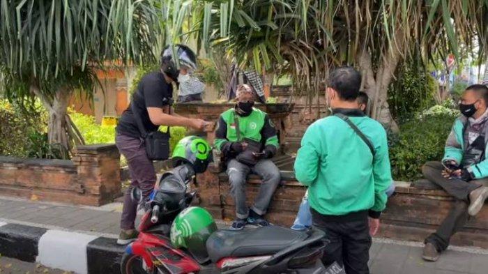 Terinspirasi Doni Salmanan, Youtuber Ini Bagi-bagi Uang di Jalanan Denpasar, Jumlah Duitnya Jutaan