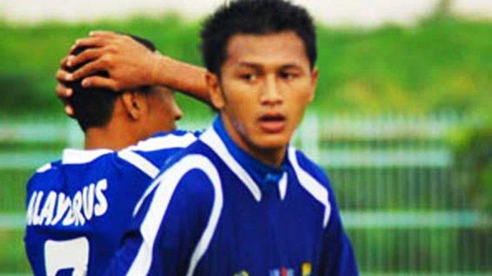 Dengan Kepala Dibalut Perban, Striker Persib Bandung Ini Mencetak Gol ke Gawang Persija