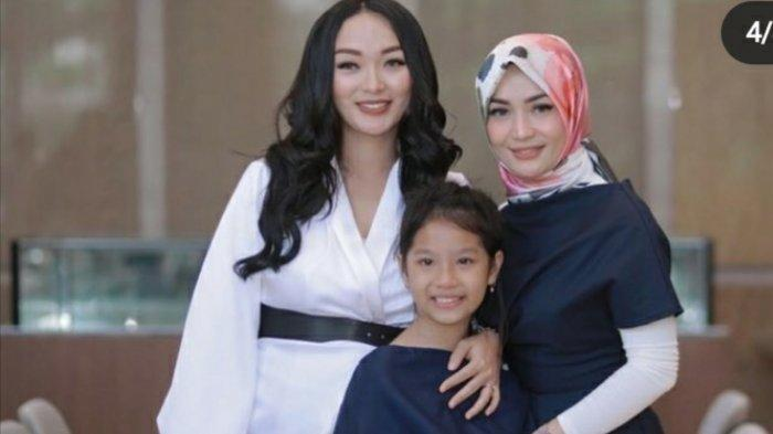 Foto-foto Zaskia Gotik dan Mantan Istri Sirajuddin, Imel Putri, Pose Bareng Sampai Joget TikTok