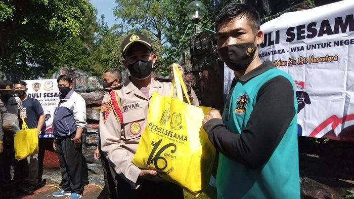 16 Tahun Pengabdian Zls STS Nusantara Siswa Stukpa Polri Bagikan Sembako Kepada Warga Terdampak PPKM
