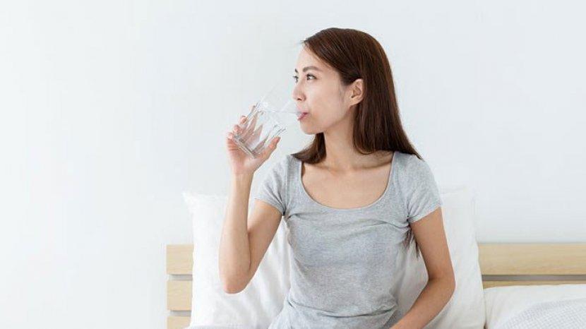 Biasakan Minum Air Putih Hangat Setiap Bangun Tidur Di Pagi Hari Manfaatnya Menakjubkan Untuk Tubuh Tribun Jabar