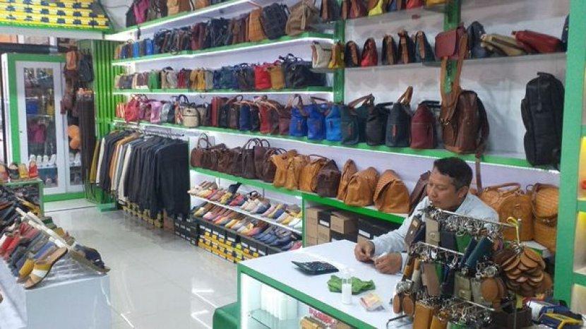 pemilik-toko-guns-leather-di-sukaregang.jpg