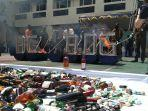 2-juta-batang-rokok-minuman-keras-hingga-sex-toys-dimusnahkan-oleh-bea-cukai-kota-bandung.jpg