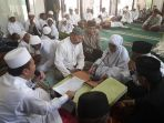 59-anak-asal-ntt-membacakan-kalimat-syahadat-di-masjid-al-barokah_20170809_131311.jpg