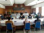 agenda-sidang-dengar-pendapat-dprd-kabupaten-sukabumi-membahas-tentang-kasus-guru-dipersekusi.jpg
