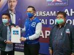 agus-harimurti-yudhoyono-ahy-menyerahkan-surat-rekomendasi-kepada-wawan.jpg
