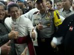 aher-temui-uskup-keuskupan-bandung-mgr-antonius-subianto_20171224_214336.jpg