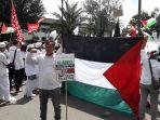 aksi-bela-palestina-yang-dilakukan-para-anggota-front-pembela-islam-fpi-se-jawa-barat_20171217_144815.jpg