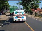ambulans-di-jl-raya-pangandaran.jpg