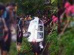 ambulans-masuk-jurang-garut.jpg