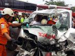 ambulans-tabrak-bus-di-jalan-raya-bandung-garut_20171030_151319.jpg