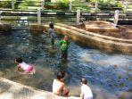 anak-anak-di-kolam-taman-balai-kota-bandung_20170628_140706.jpg