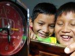 anak-menunggu-waktu-berbuka-puasa-ramadhan_2.jpg