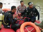 anggota-brimob-di-banjir-rancakalong_20171116_190806.jpg