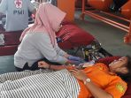 anggota-sar-lakukan-donor-darah_20180226_140513.jpg