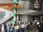 antrean-pengunjung-pusat-perbelanjaan-bandung.jpg