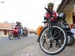 apih-67-pemudik-yang-menggunakan-sepeda-asal-cimahi.jpg