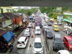 arus-lalulintas-di-jalan-raya-puncak-cianjur_20170627_130003.jpg