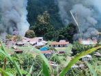 asap-mengepul-dari-sejumlah-bangunan-yang-dibakar-kkb-di-distrik-kiwirok.jpg