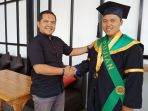 asep-muhammad-budrik-wisudawan-uin-bandung_20180918_114118.jpg