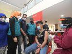 atalia-praratya-ridwan-kamil-meninjau-pelaksanaan-vaksinasi-massal-29.jpg