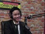 azkanio-nikola-putra-deddy-corbuzier-saat-mengobrol-bersam-sang-ayah-di-podcast.jpg