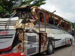 bangkai-bus-sri-padma-kecelakaan-maut-sumedang.jpg
