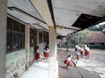 bangunan-sekolah-mau-ambruk-di-sumedang.jpg