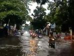 banjir-di-jalan-karangturi-indramayu.jpg