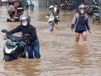 banjir-di-jalan-raya-banjaran-dayeuhkolo.jpg