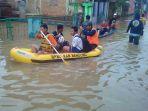 banjir-kabupaten-bandung_perahu-karet_20171114_120933.jpg