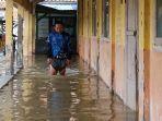 banjir-rob-yang-merendam-bangunan-sd-negeri-eretan-wetan-2.jpg