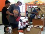 barista-membuat-kopi-terbaik-coffee-expo-competition-di-unjani-_-2.jpg